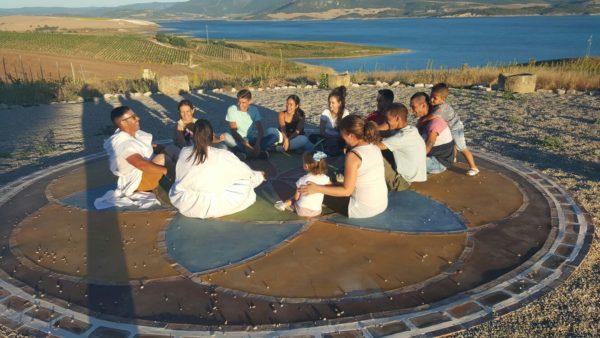 Colaboradores con su familia celebran el Solsticio